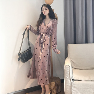 连衣裙秋装2018名媛气质V领显瘦长款波点长袖高冷范女装