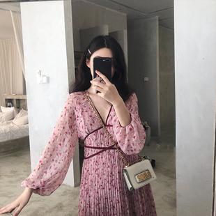 粉色沙滩裙海边度假v领碎花雪纺连衣裙女2019夏装A字中长裙子