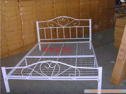 Кровать с металлическим каркасом Jin Bao 1.2 *1.9 1.5*1.9 Железо