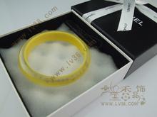 Europa vendiendo CHANEL Chanel pulsera amarilla de acrílico multicolor con los modelos de los modelos de embalaje de entrega general