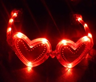 Heart-shaped distribution model glow glasses wholesale glitter glasses glow t-shirt shop sale