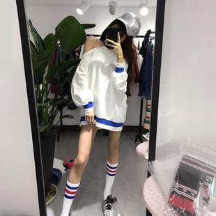 上衣2018秋装拼色挂脖露肩长袖中长款卫衣连衣裙+袜子